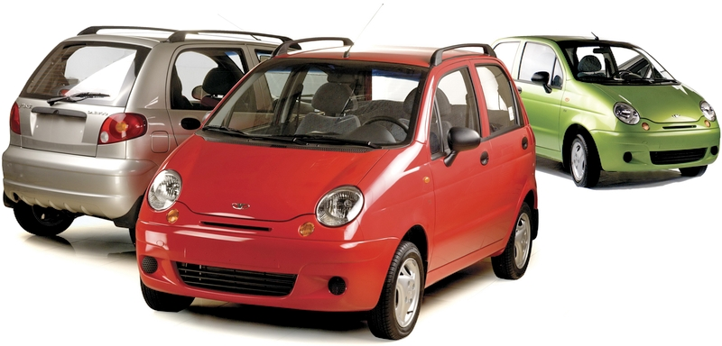 Каталог автомобилей Daewoo на белом фоне.